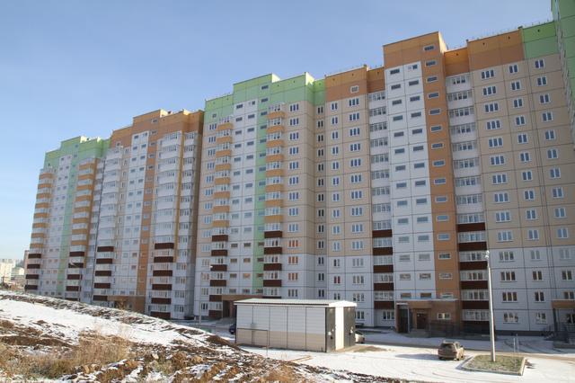 krasnoyartsy-pereselyayutsya-iz-avariynykh-barakov-v-blagoustroyennyye-kvartiry78528-2