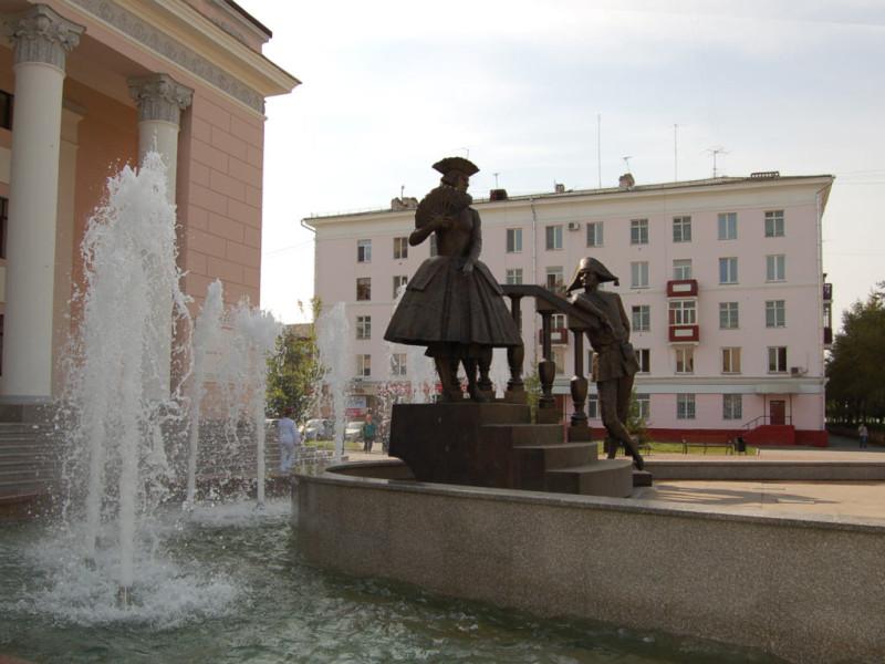 Фонтан и скульптурная композиция «Арлекин и Коломбина» возле ТЮЗа в Красноярске 3