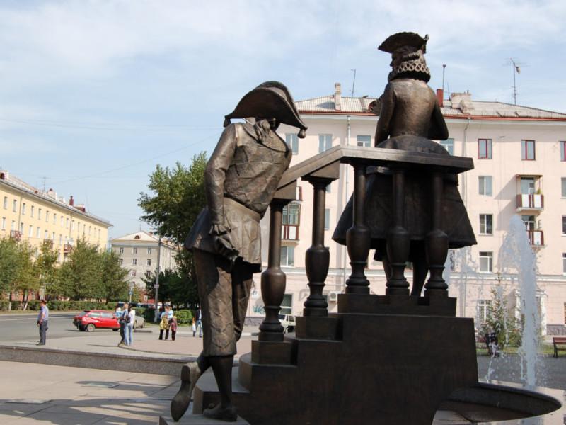Фонтан и скульптурная композиция «Арлекин и Коломбина» возле ТЮЗа в Красноярске 5