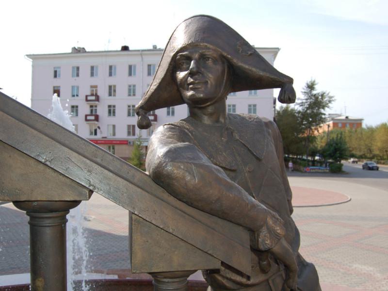 Фонтан и скульптурная композиция «Арлекин и Коломбина» возле ТЮЗа в Красноярске 7