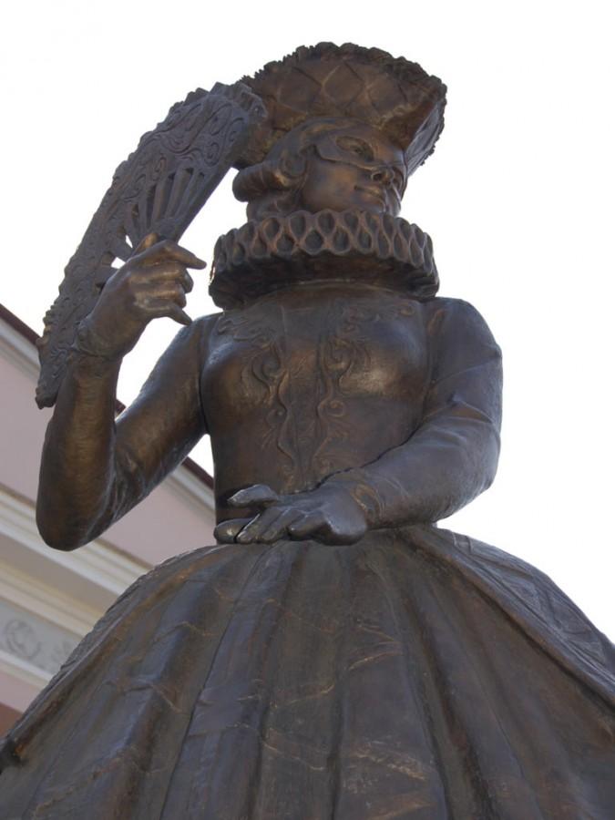 Фонтан и скульптурная композиция «Арлекин и Коломбина» возле ТЮЗа в Красноярске 9
