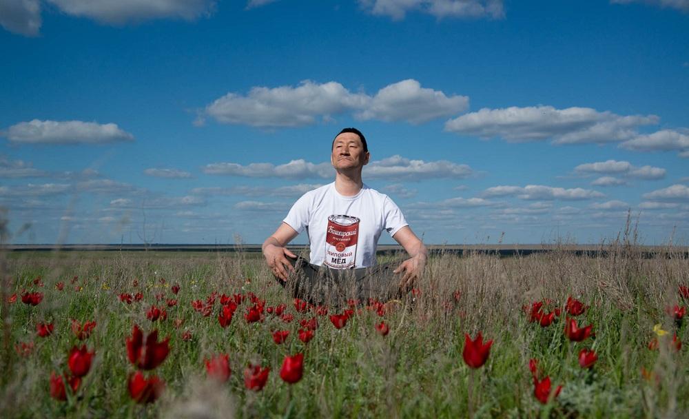 01.В конце апреля побывал в прекрасной Калмыкии. В Республике прошел традиционный Фестиваль тюльпанов. Удалось немного проехаться по степям и полюбоваться весенними красотами.
