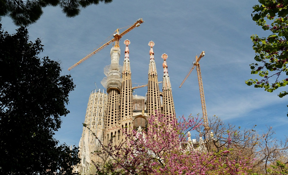 01Sagrada Familia — знаковое место Барселоны. Посещают Sagrada Familia ежегодно тысячи туристов,