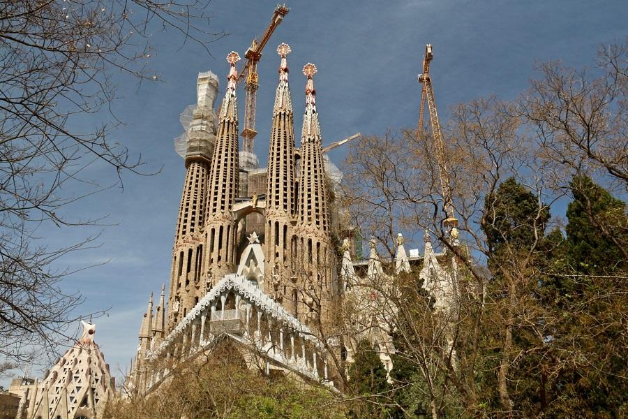 03Через 7 лет у Sagrada Familia появилась крипта, заложенная ещё дель Вильяром.