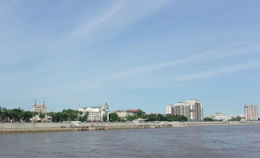 01.Приглашаю на прогулку по нашему городу. Можно начать с Амура. Таким город видят китайцы.