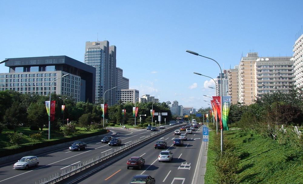 01.Одна из главных магистралей столицы — Цзяньгомэнь. Это южная сторона квадрата в который вписан центральный район. Всё по фэншую