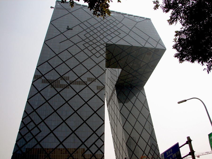 05.Однако главное впечатление производят объекты современной архитектуры. Как пример, здание штаб-квартиры китайского телевидения. Продукт мастерской Нормана Фостера. Реально впечатляет.