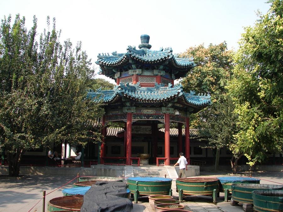 07.В многочисленных парках всё крутится вокруг центорального храма посвященного каким-нибудь силам природы. Здесь — храм солнца.