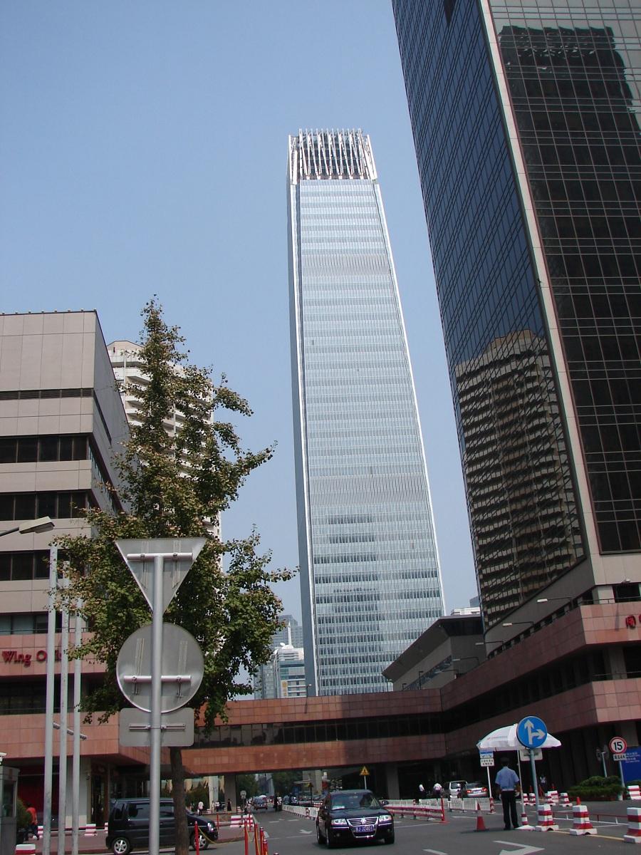 08.Некоторые уголки неотличимы от других современных торгово-финансовых центров будь то в Сингапуре, Стамбуле, Франкфурте или где-то еще.