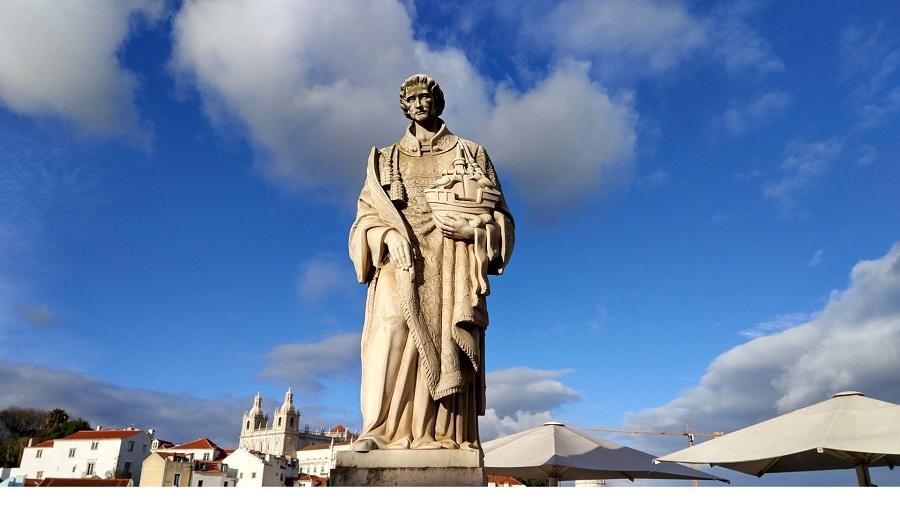 03.Памятник Святому Висенту, одному из покровителей Лиссабона.