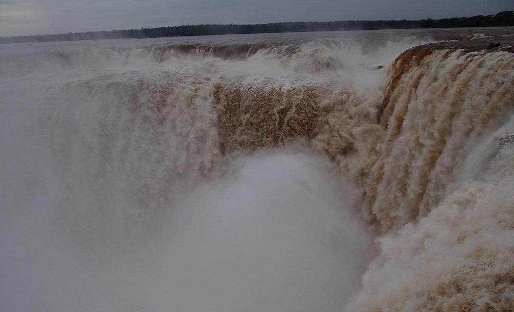 01.На всех старых фотографиях этот водопад выглядит совсем по-другому