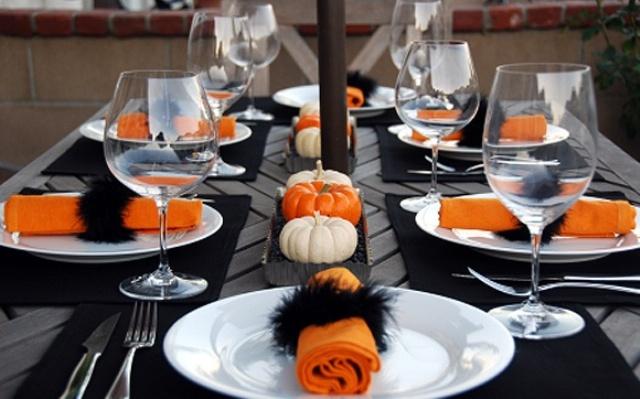 classy-minimal-halloween-decor-ideas-20