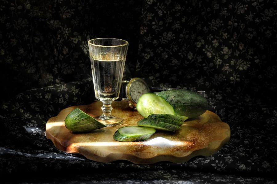 ogurec-stopka-vodka-19abf7d