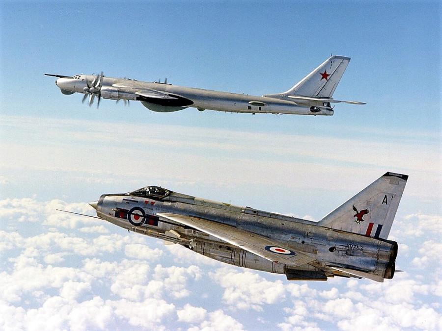 Авиаретро. Ту-95 РЦ и English Electric Lightning