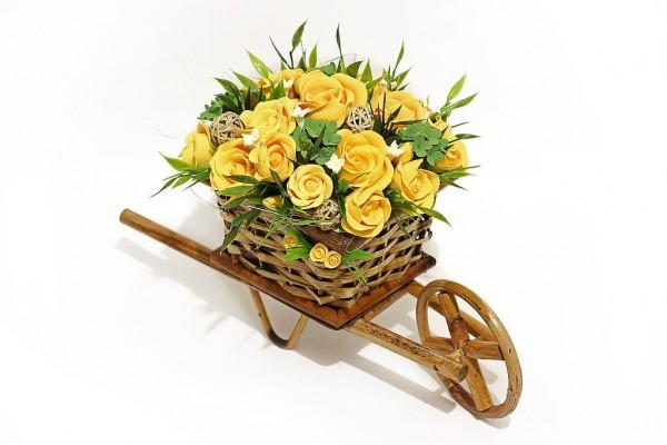 желтые розы повозка