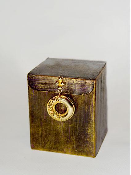 Позолоченная коробочка