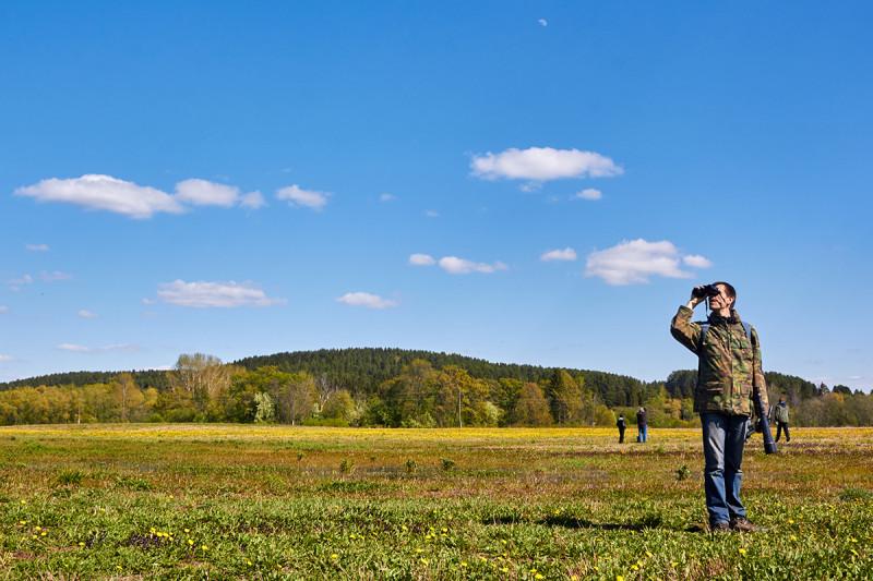 На фото на переднем плане орнитолог Алексей Александрович Дерюгин