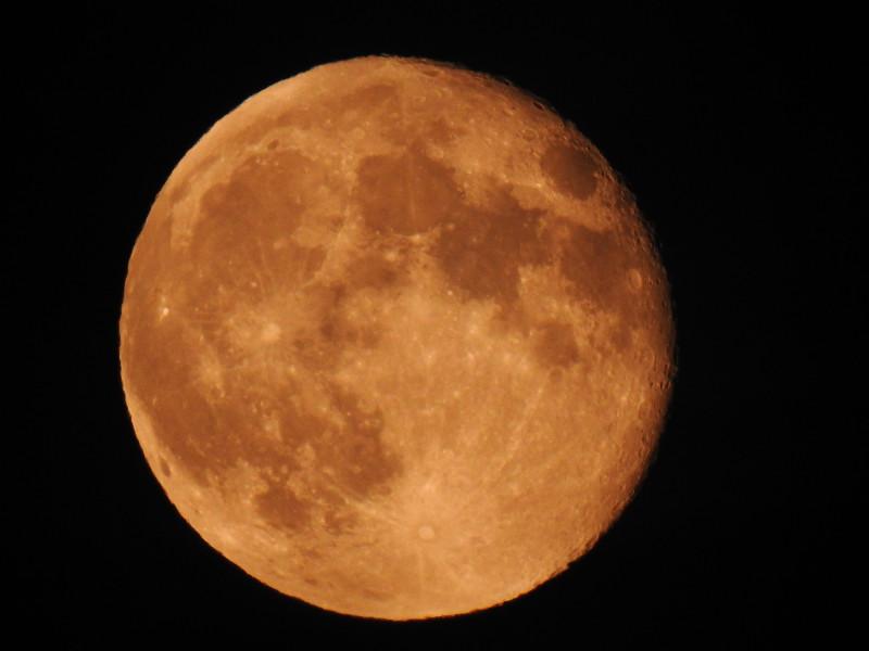 "Фото Луны без обработки, в режиме ""Луна"" на Nikon P900"