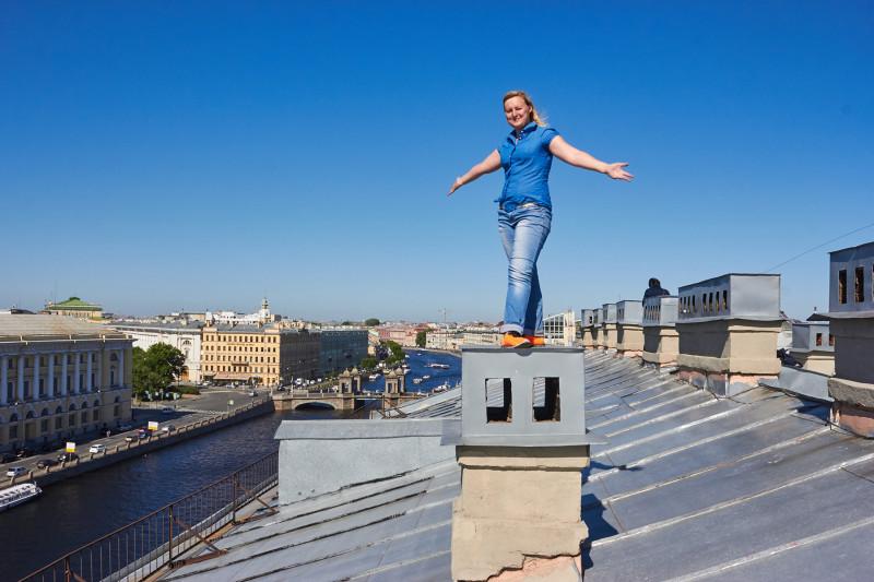 Не без экскурсии по крышам...