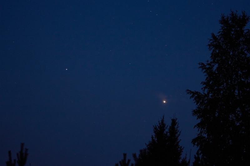 """Две """"звезды"""", что покрупнее - Сатурн и Юпитер"""