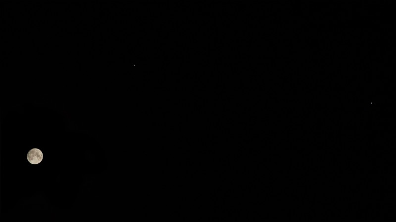 Луна, Сатурн, Юпитер. Canon 550D с объективом 70-300 mm
