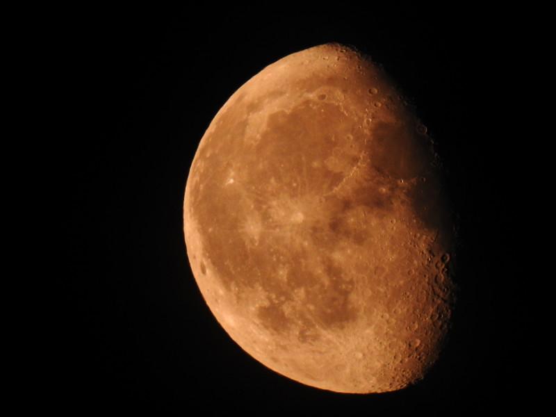 Луна, 23:54 08.08.2020 г. Снято на Nikon P900.
