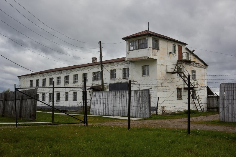 Административное здание штаба колонии.