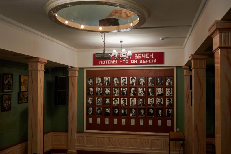 В бывшей столовой-кинозале