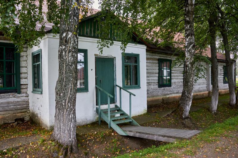 Один из уцелевших типовых деревянных бараков ГУЛага 1946 года с 4 комнатами на 60 мест