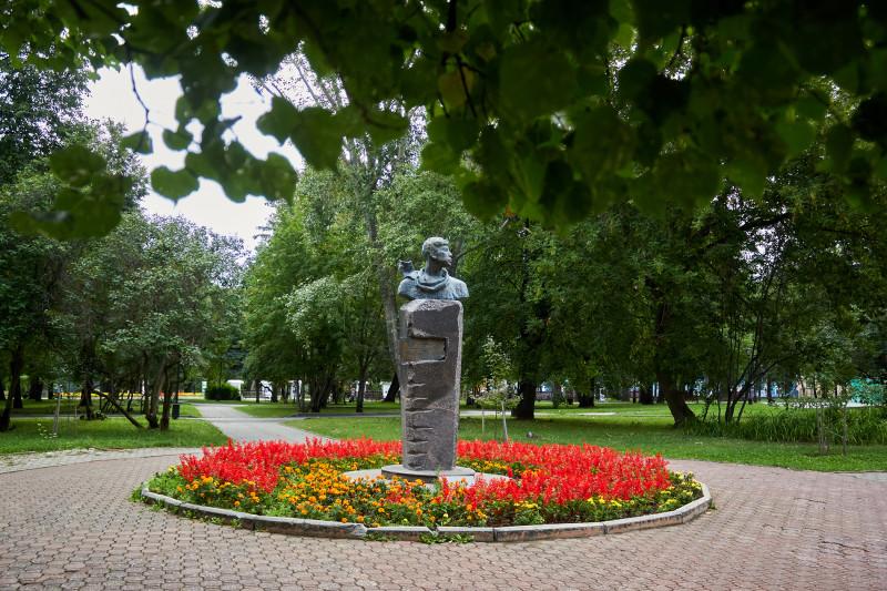 Памятник Борису Пастернаку. Пермь, август 2018.