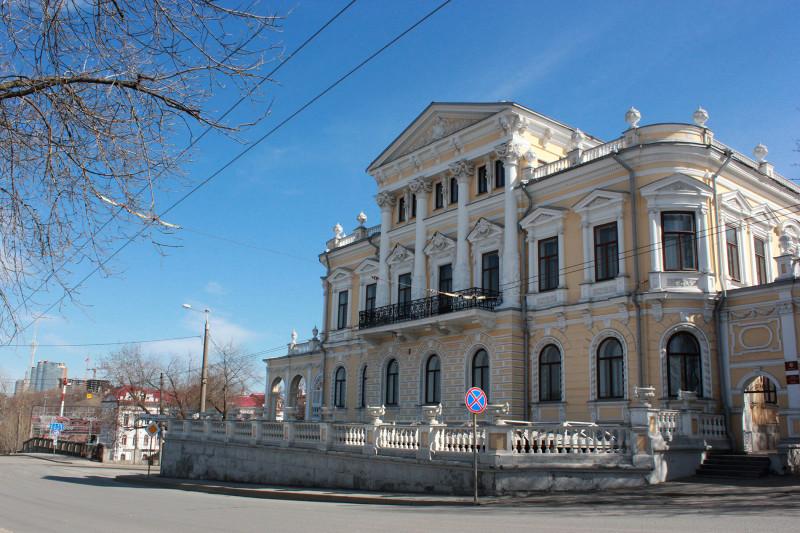 Дом купца Мешкова (ныне: Пермский краевой музей). Пермь, апрель 2014.