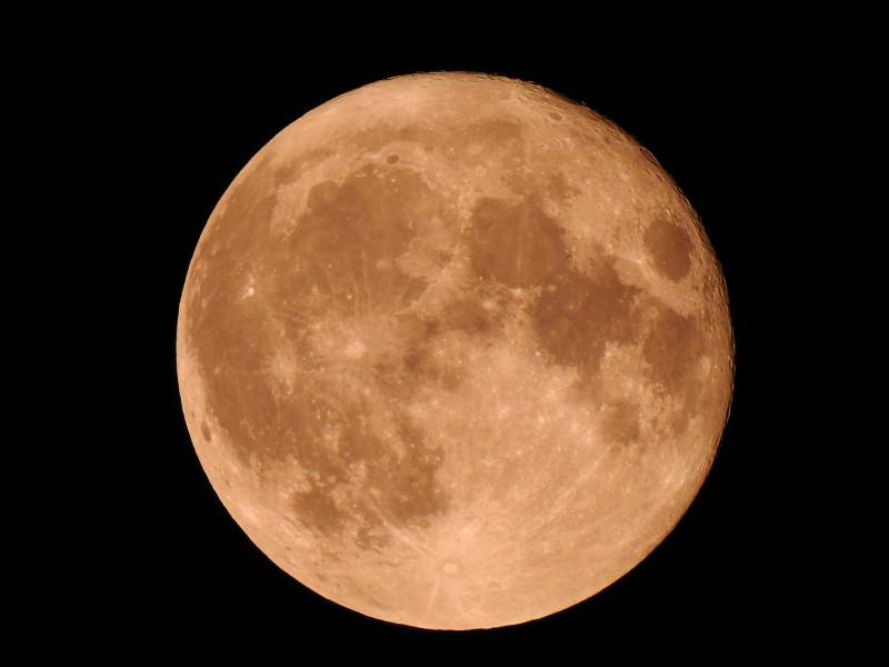"Полнолуние. 2 октября 2020 21:15. Ижевск. Снято на камеру Nikon P900 в режиме ""Луна"""
