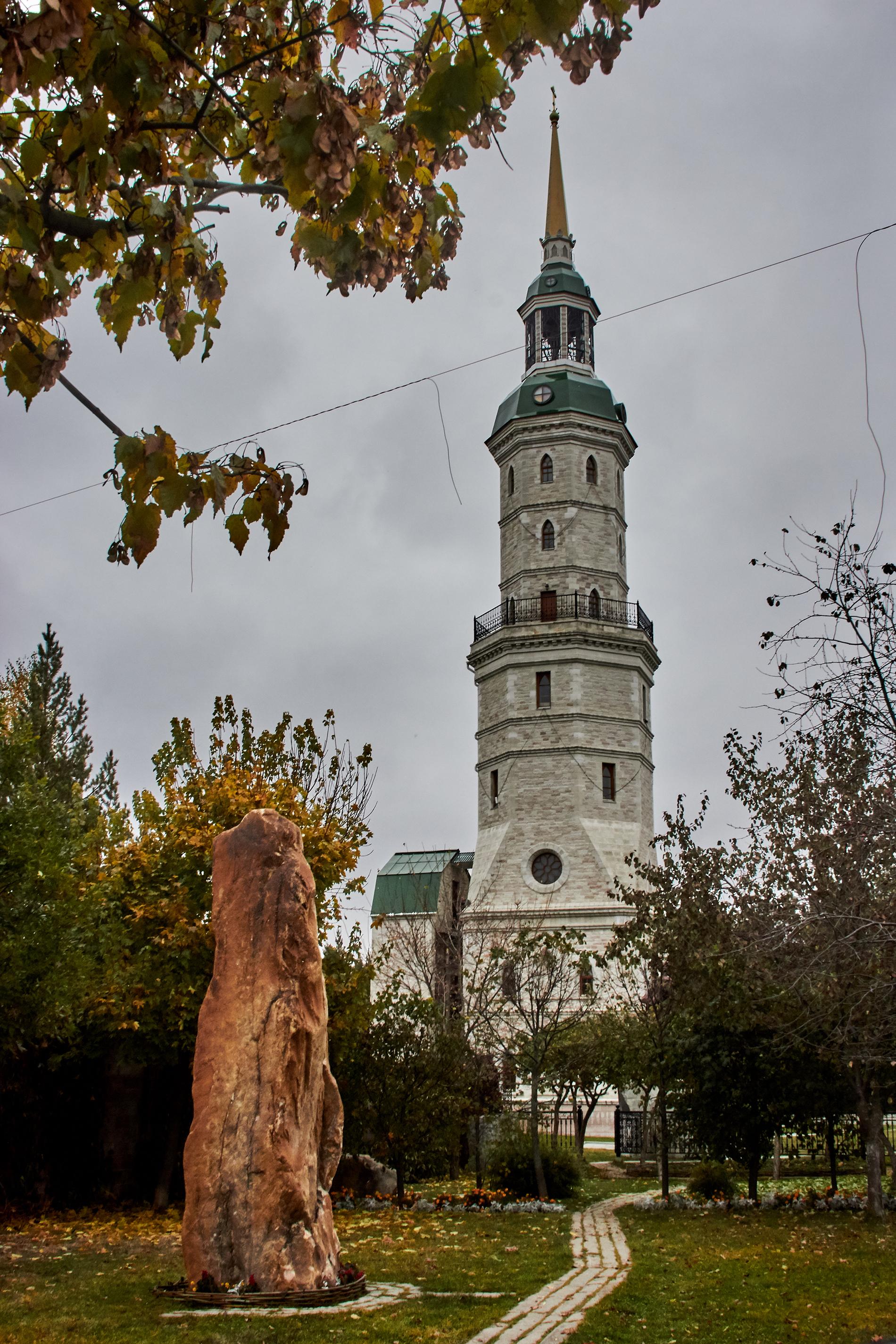 Башня-колокольня Иоанна Златоуста. Златоуст, октябрь 2017.