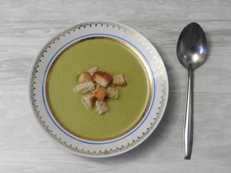 Крем-суп из лука порея (включая зеленую часть) с добавлением картофеля