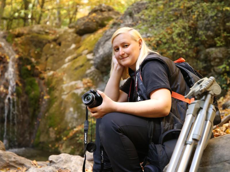 Я у водопада Джур-джур прошлой осенью, Крым. Автор фото: Лариса Зубанова.