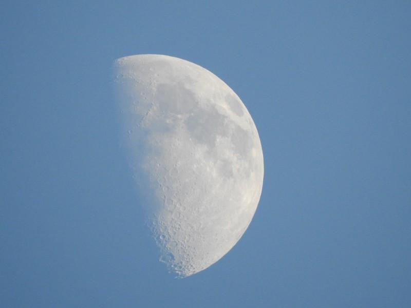 """Луна. Съемка на Nikon P900 в режиме """"Макро""""."""