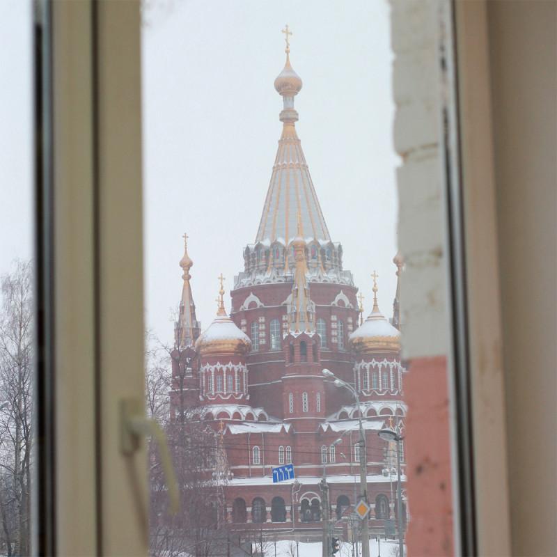 Фото из окна офиса, где я тружусь, вид на Михаило-Архангельский собор зимой