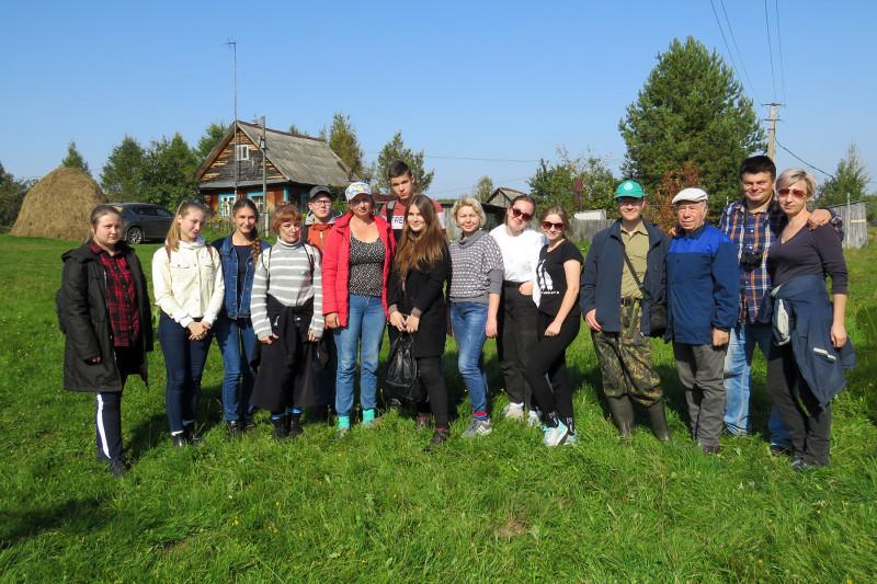 После импровизированного обеда базе географов УдГУ в деревне Фертики Воткинского района Удмуртии