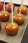 Яблоки в ароматной карамели