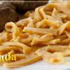 Свежая красная паста с чесноком и оливковым маслом