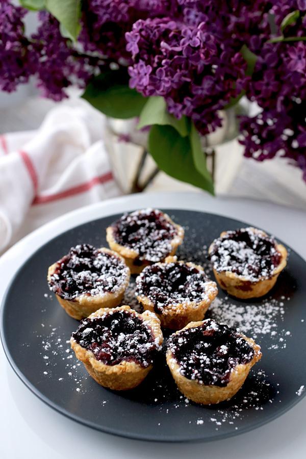 black_currant_mini_pies.jpg