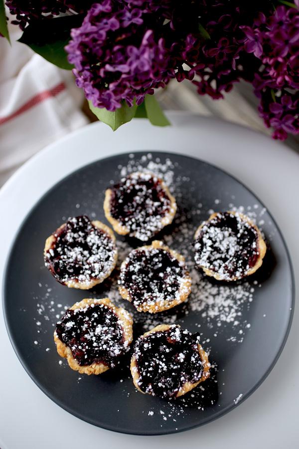 black_currant_mini_pies1.jpg
