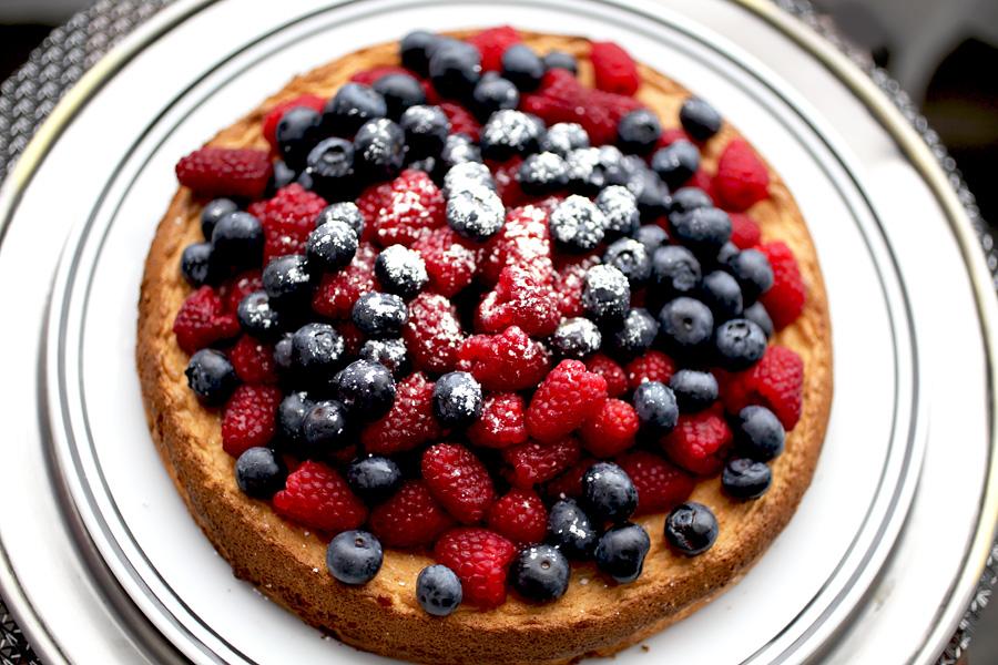 almond_cake_berries1.jpg