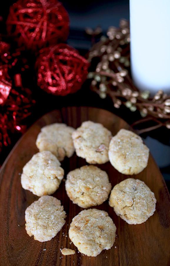 Pine_Nut_and_Orange_Cookies.jpg