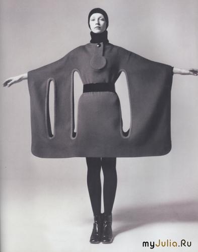 В 1967 г. он показал платья, на которых был вытеснен выпуклый узор.