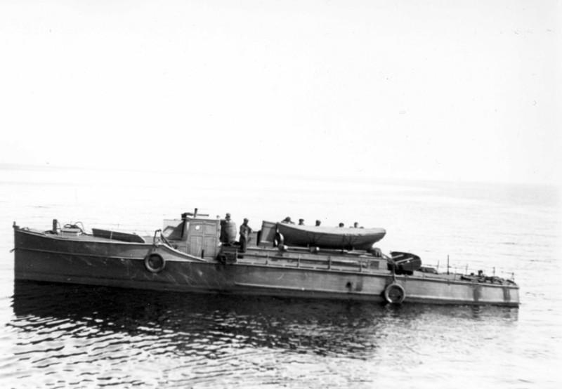 Vaikka Tulli ei aluksi aikonut veneisiinsä aseistusta, joihinkin tulliveneisiin asennettiin myös konekivääreitä. Kuvan vene näyttäisi olevan yksi ensimmäisistä isoista SK-veneistä. Tullimuseo.