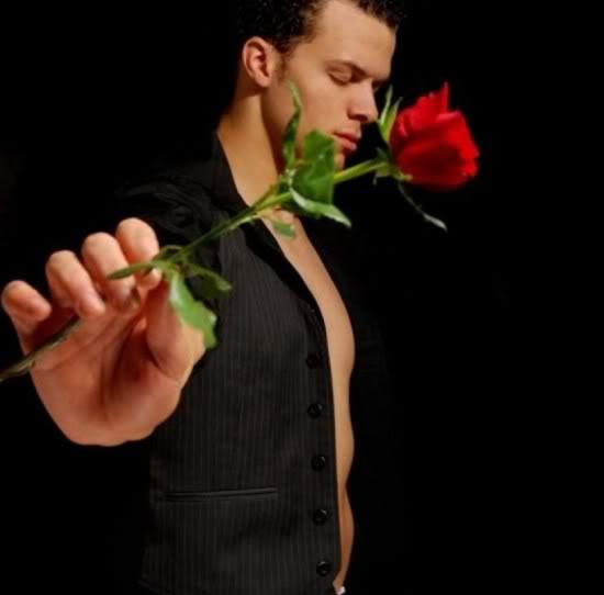 Открытка настоящий мужчина дарит розы а не слезы гифка анимационная