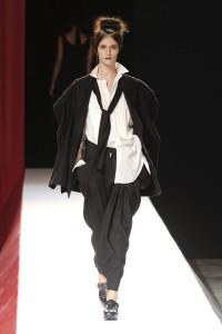 Yohji+Yamamoto+Spring+2012+Ub4hj2P2Ngjl