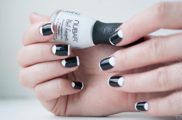 Черно белый лунный маникюр