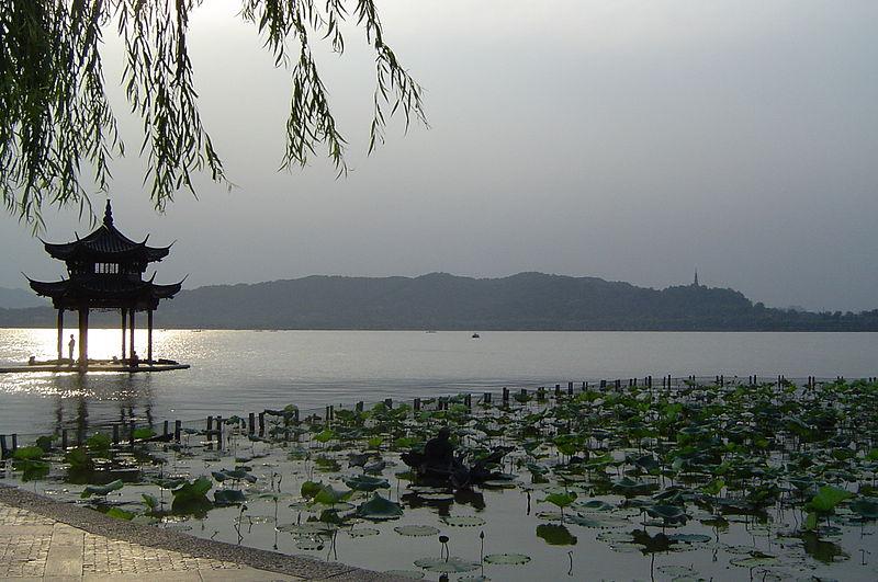 800px-West_Lake